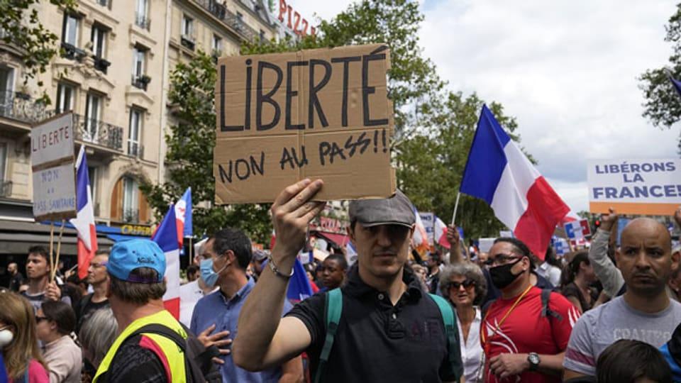 Demonstration gegen Corona-Massnahmen in Paris.