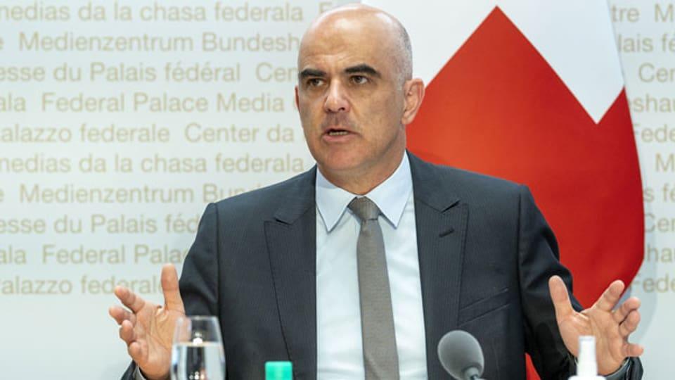 Bundesrat Alain Berset anlässlich einer Medienkonferenz über die neusten Entscheide des Bundesrates zur Ausweitung des Corona-Zertifikates, am 8. September 2021, in Bern.