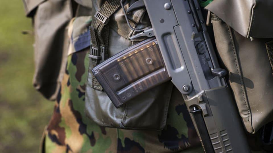 Das geladene Magazin eines Sturmgewehrs 90 während der Ausbildung von Swisscoy Soldaten. Symbolbild.