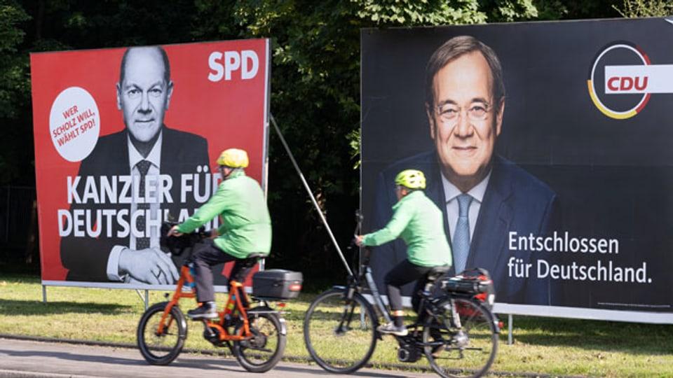 Plakate zur Bundestagswahl 2021 mit den beiden Kanzlerkandidaten Olaf Scholz SPD (links) und Armin Laschet CDU/CSU.