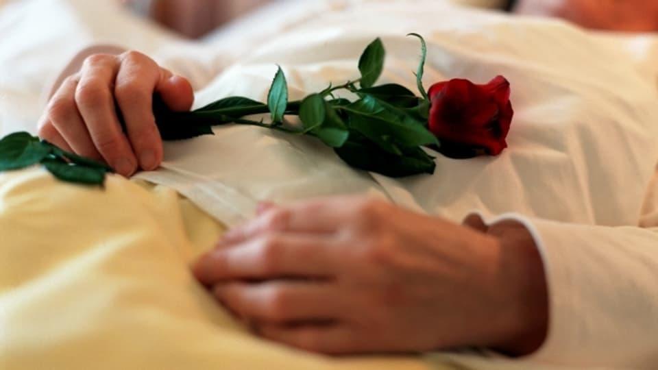 Das italienische Verfassungsgericht hat Sterbehilfe in eng beschränkten Fällen für straffrei erklärt.