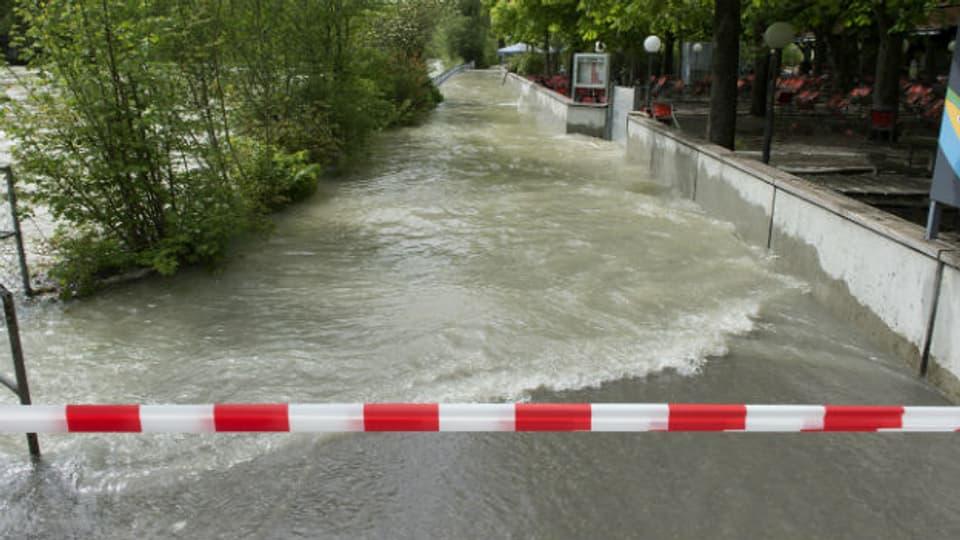 Die Hochwasserlage an der Aare bleibt angespannt (Foto vom 4.5.).