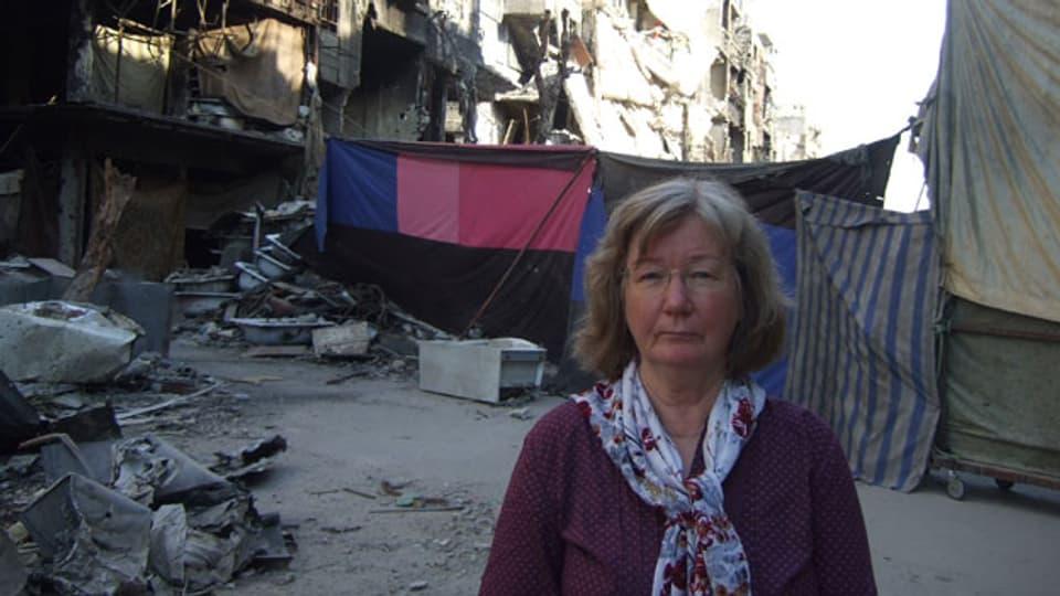 Karin Leukefeld in Jarmuk, einem Stadtviertel und Flüchtlingslager von Damaskus, Syrien.