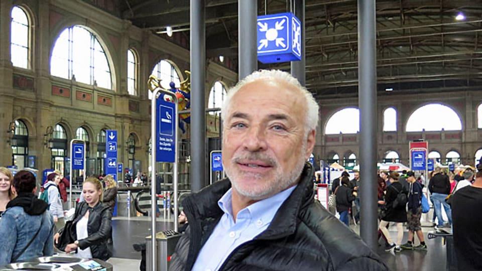 Ronnie Bernheim im Hauptbahnhof Zürich.