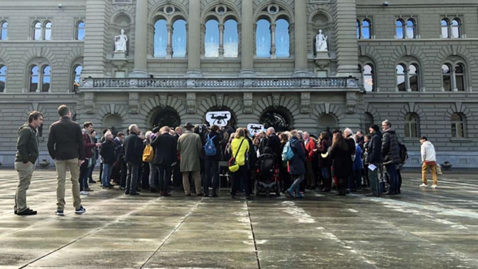 Auftaktveranstaltung zum Referendum gegen das Gesetz zur Überwachung von Versicherten der Sozialversicherungen, am 5. April 2018 in Bern. Die SP Schweiz hat sich nach anfänglichem Zögern dazu entschlossen, das Referendum zu unterstützen.
