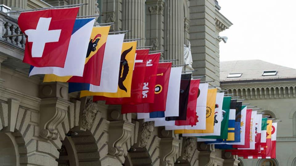 Sämtliche Kantonswappen hängen am Bundeshaus.