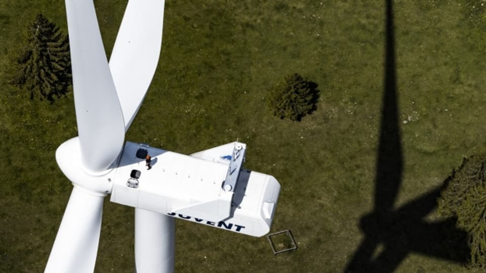 Das Waadtländer Kantonsgericht hat Beschwerden gegen einen Windpark in Chalet-à-Gobet abgewiesen. Im Bild: Ein Windkraftwerk in Saint-Imier