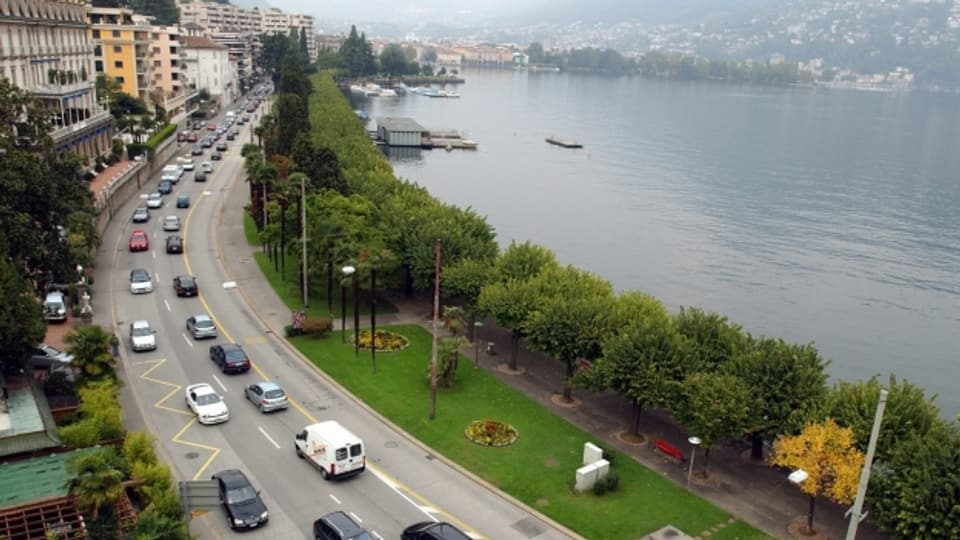 Alltag in Lugano. Stau an der Seepromenade.