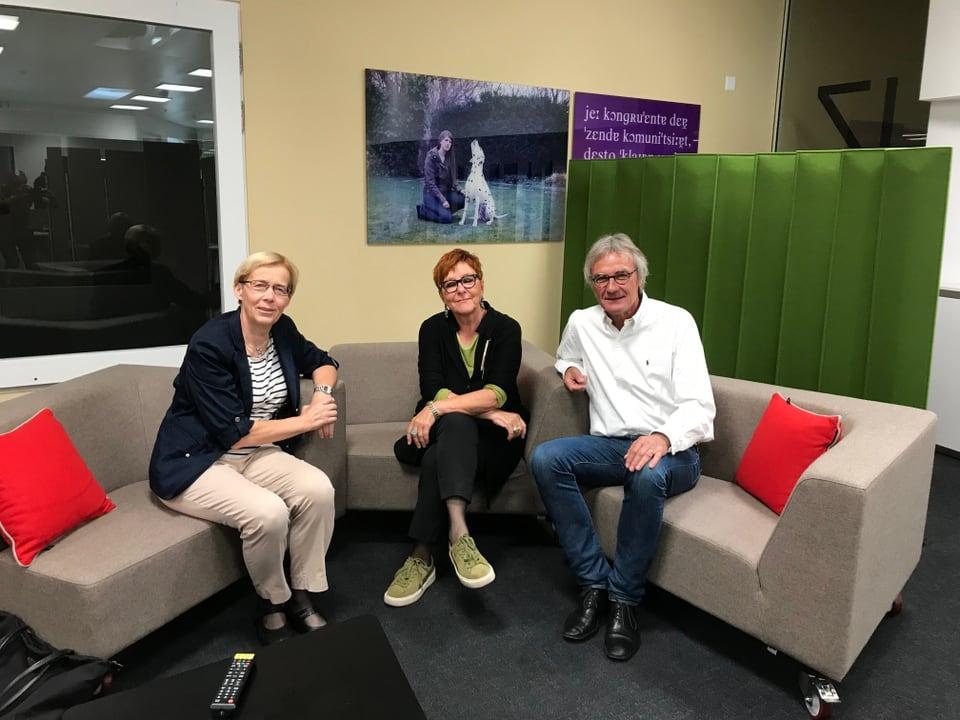 Dora Andres (links), Cécile Bühlmann und Peter Bertschi