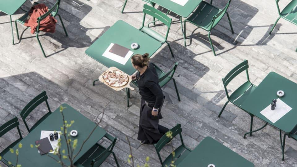 Kellnerin in einem Restaurant in Zürich