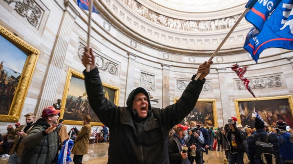 Tiefpunkt in der US-Geschichte: Trump-Fans stürmen das Kapitol in Washinton.