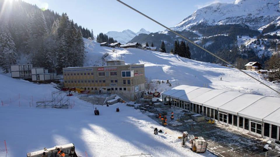 Zielbereich der Lauberhorn-Abfahrt im Skigebiet Grindelwald – Wengen.