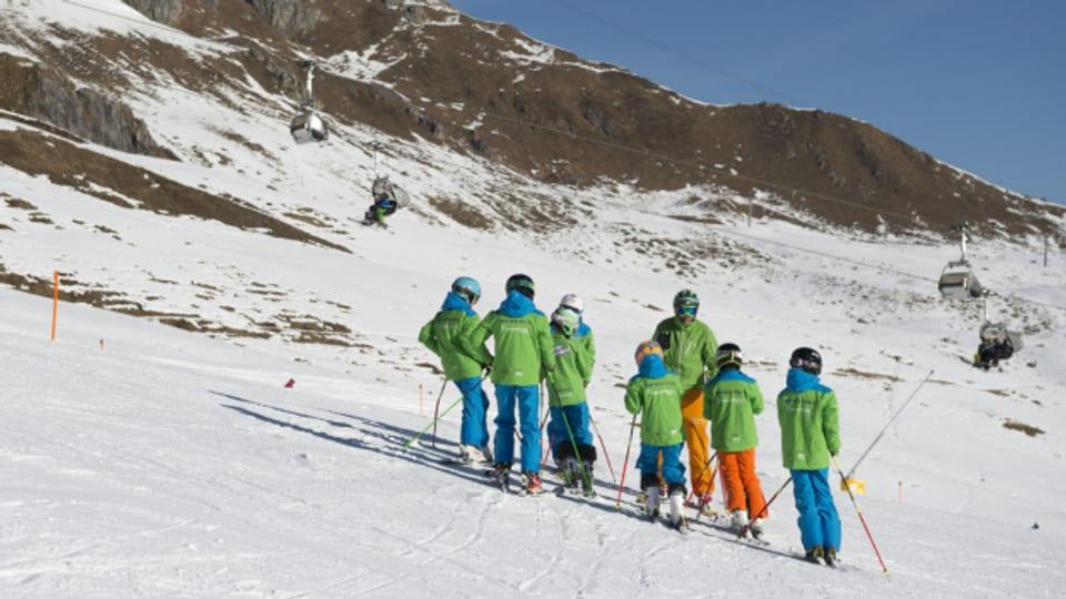 Trotz Corona-Mutationen sind ist Skischule in Arosa wieder offen (Archivbild).