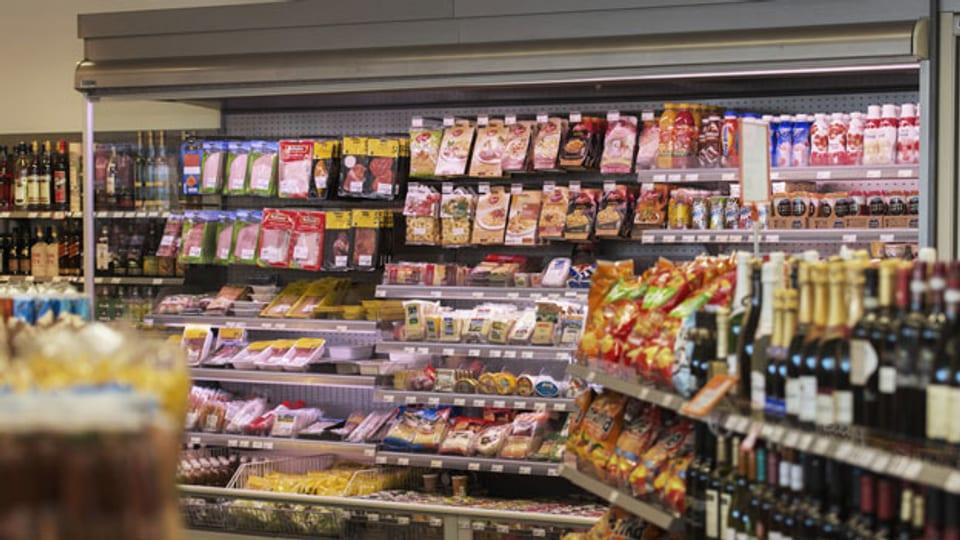 Symbolbild.Verpackte Lebensmittel in einem Warengeschäft.