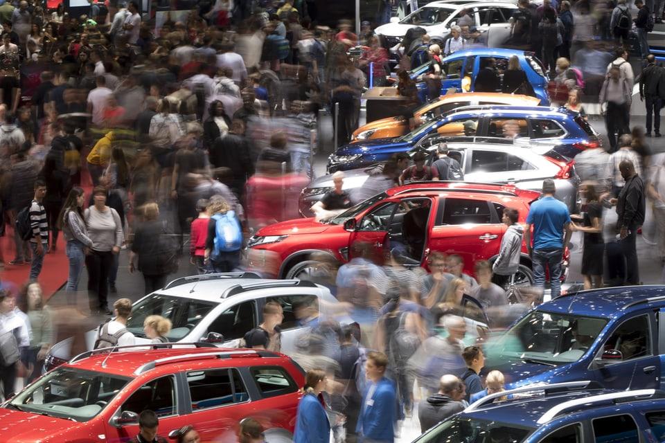 Bald wieder so wie einst? Der Autosalon in Genf ist gerettet. 2022 sollen ihn wieder hunderttausende Autofans besuchen können.