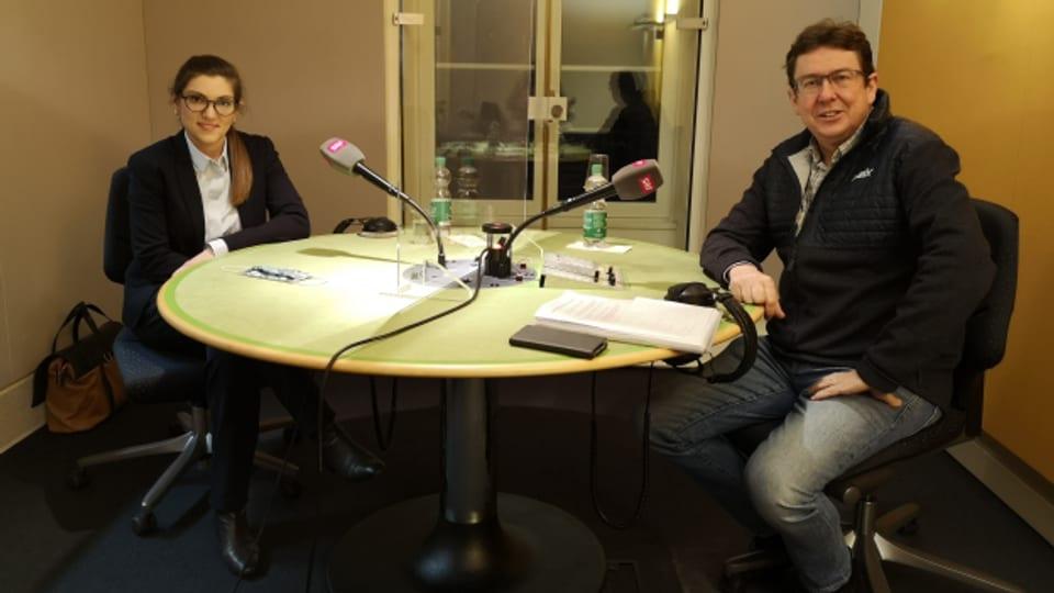Franziska Ryser und Albert Rösti debattieren im Medienzentrum des Bundeshauses über das Covid-19-Gesetz.