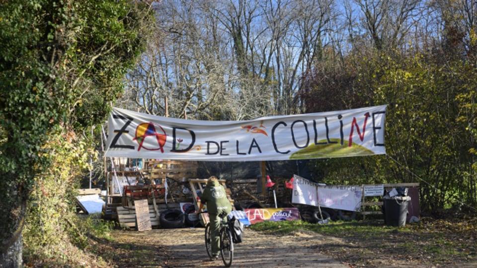«Zone à defendre» ZAD in der Waadt. Der Protest von Umweltschützern gegen den Abbau von Kalkstein.