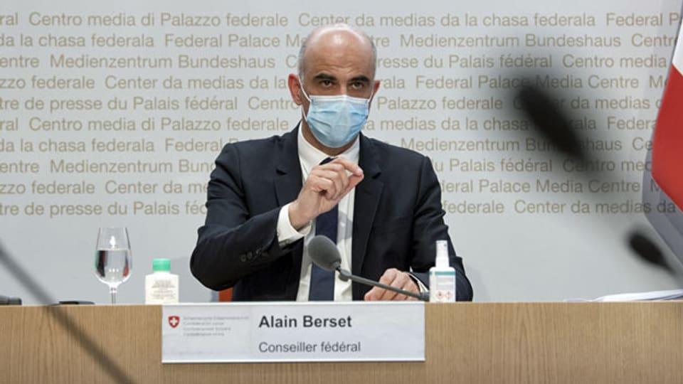 Bundesrat Alain Berset an der Medienkonferenz über das Covid-19-Gesetz.
