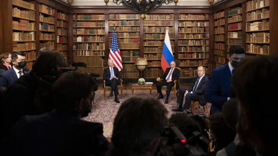 Joe Biden (links) und Vladimir Putin (rechts) in der Villa La Grange in Genf.