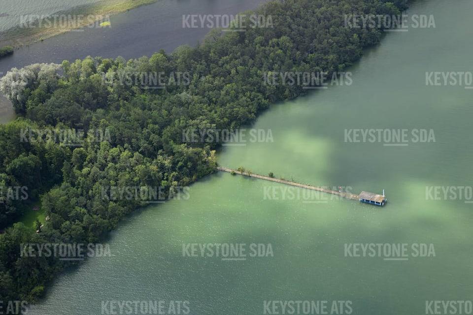 Schiffsteg der Petersinsel im Bielersee