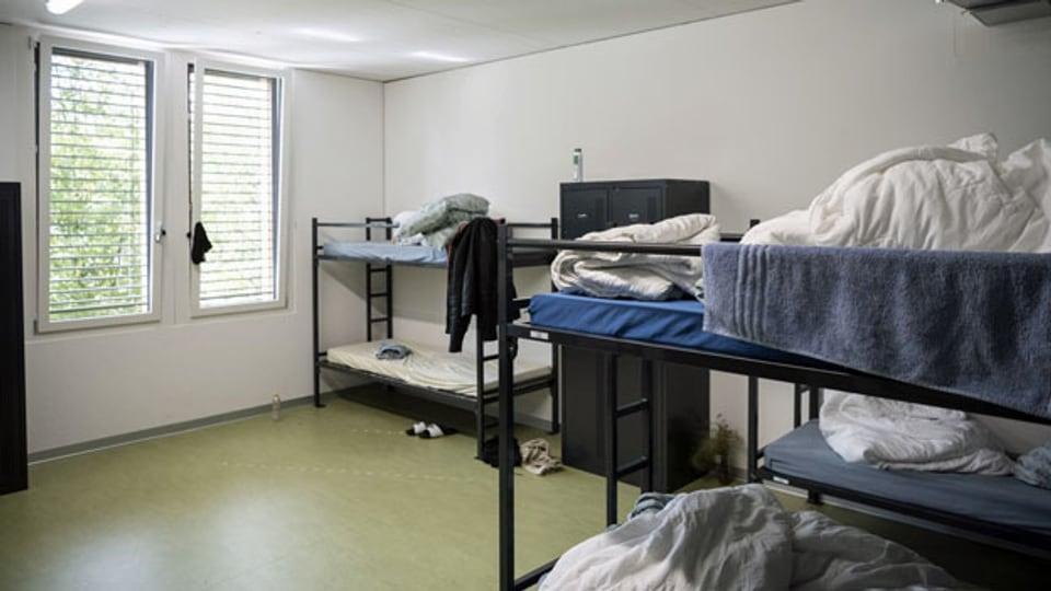 Etagenbetten in einem Schlafraum im Bundesasylzentrum (BAZ) Embrach.