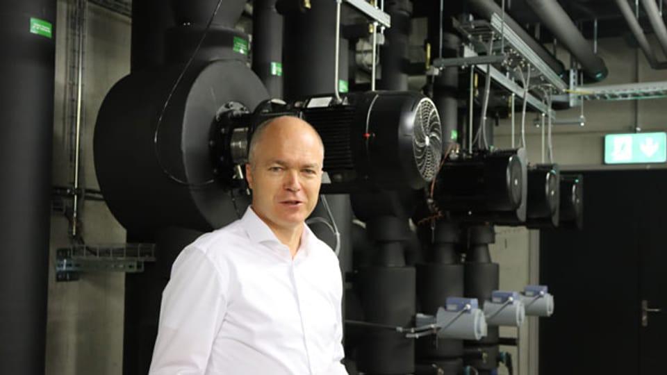 Raphael Laubscher in der Kältezentrale seiner Firma.