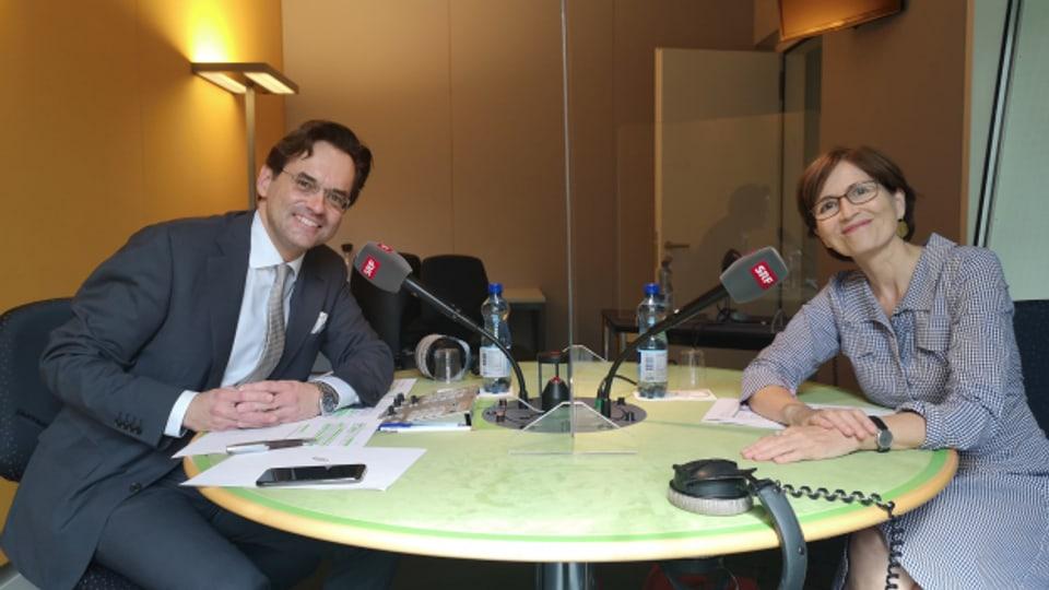 Loch in der Bundeskasse oder mehr Geld für Konsument:innen? Olivier Feller (FDP) und Regula Rytz (Grüne) diskutieren im SRF-Studio in Bern.