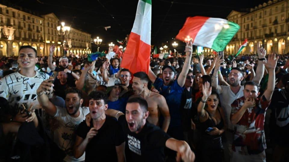 Italienische Fans feiern den EM-Titel, hier in Turin