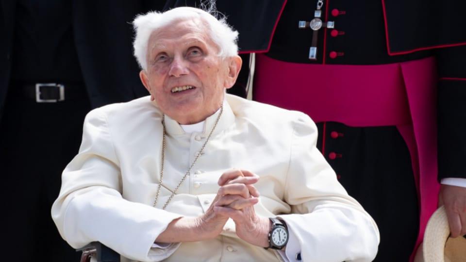 Der emeritierte Papst Benedikt XVI 2019 bei einem Besuch in seiner deutschen Heimat.