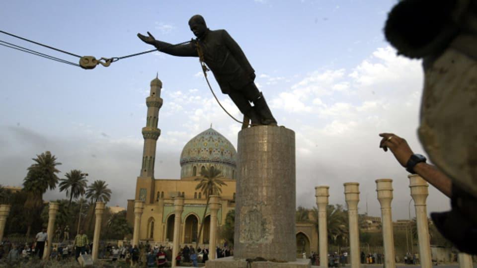 Am 9. April 2003 stürzten US-Soldaten die Statue von Saddam Hussein in Bagdad.