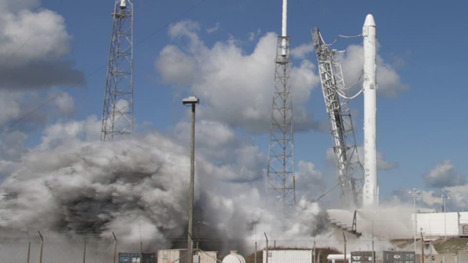 Eine Space-X Rakete beim Start in Cape Canaveral.