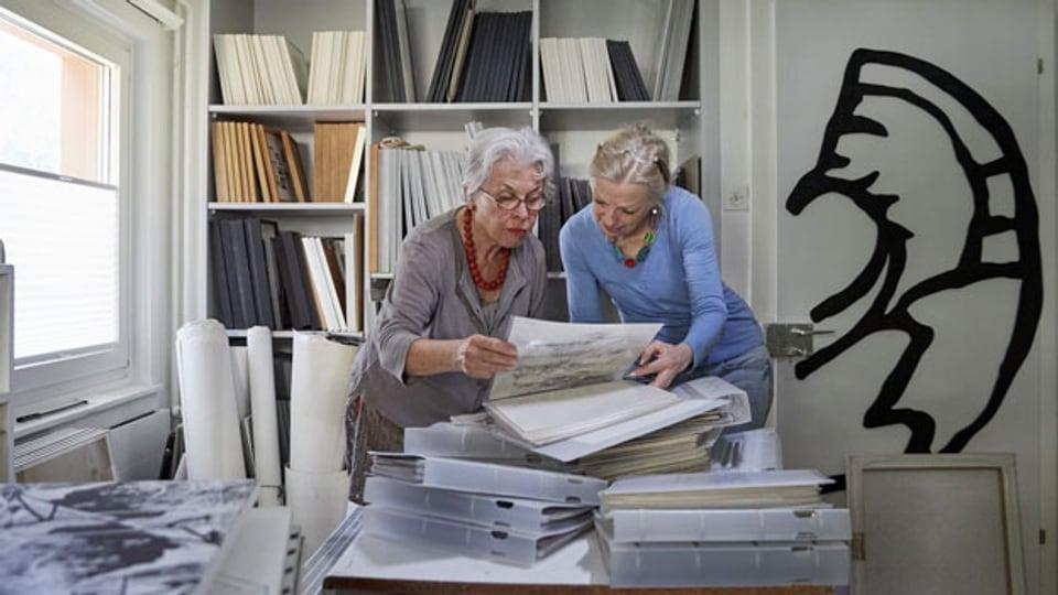 Freiwilligen-Arbeit der Genossenschaft Zeitgut in Luzern: Nachlass-Ordnen und Archivieren der Werke eines Künstlers.