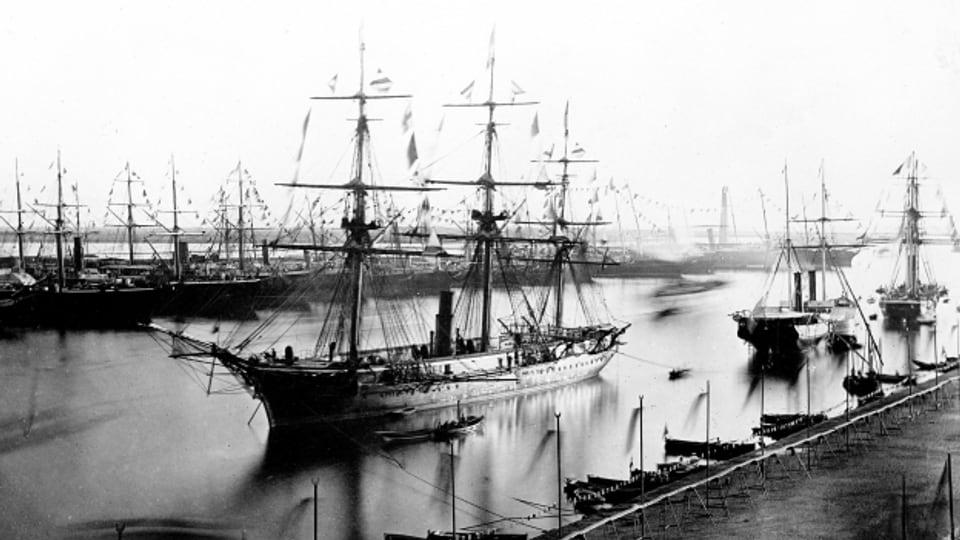 Der Suezkanal am Tag seiner Eröffnung im November 1869.