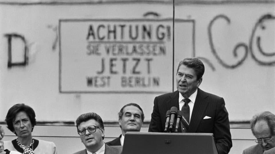 US-Präsident Ronald Reagan bei seiner Rede vor dem Brandenburger Tor.
