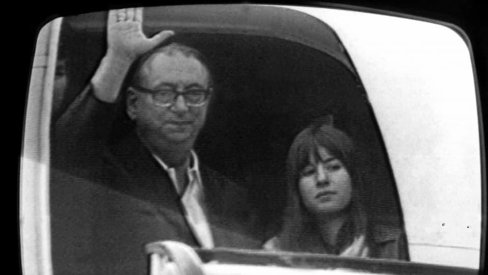 Das Bild geht um die Welt: Gabriele Kröcher-Tiedemann im Flugzeug in die Freiheit - kurz, nachdem sie freigepresst wurde.