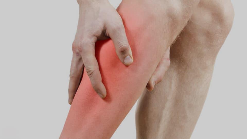 Die Wadenmuskulatur krampft am häufigsten, vermutlich weil sie körperfern liegt und viel belastet ist.