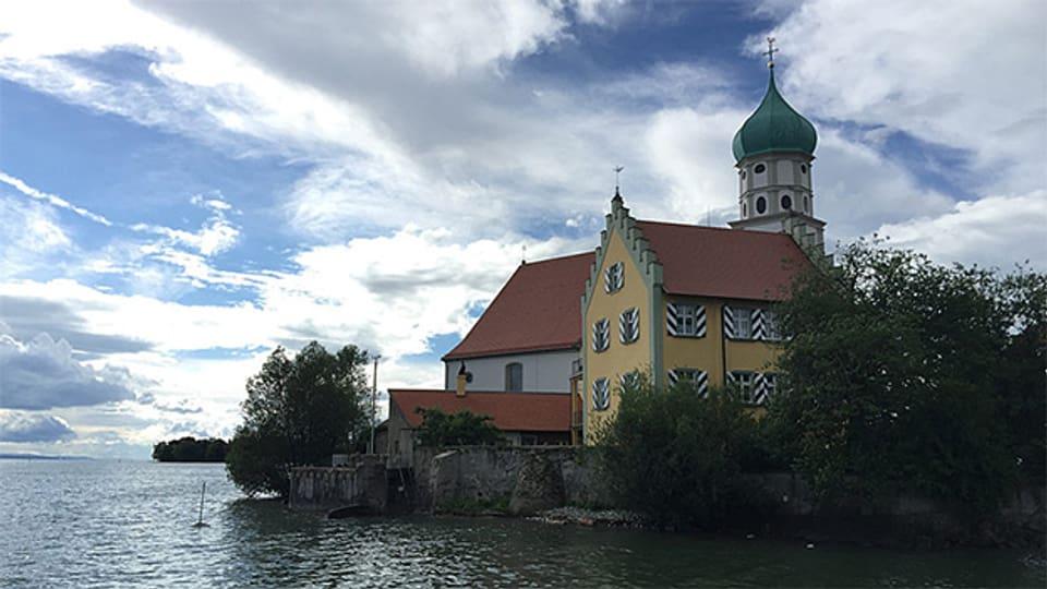 Eine malerische Halbinsel direkt im Bodensee – das ist Wasserburg.