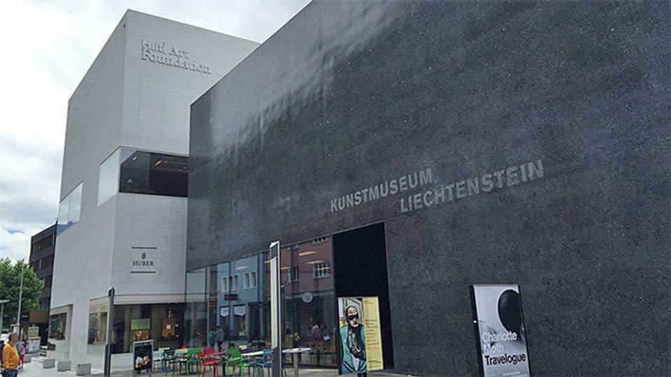 Nicht nur die kubische Form sondern auch die Beschaffenheit aus geschliffenem und poliertem Beton verbinden die Hilti Art Foundation und das Kunstmuseum Liechtenstein.