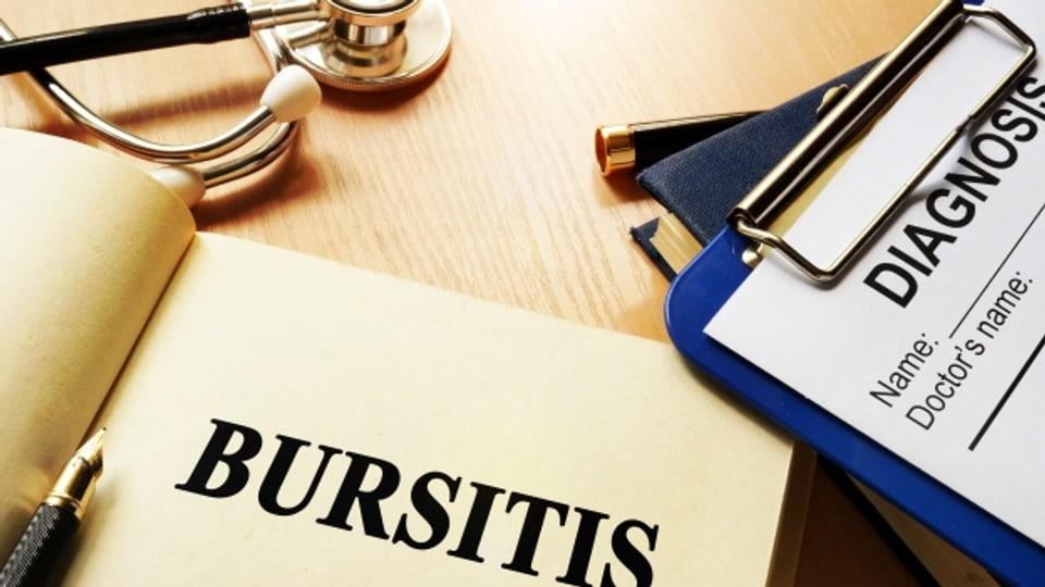 Wird das von einer Bursitits betroffene Gelenk nicht geschont, wird wegen zunehmender Schmerzen auch die Beweglichkeit eingeschränkt.