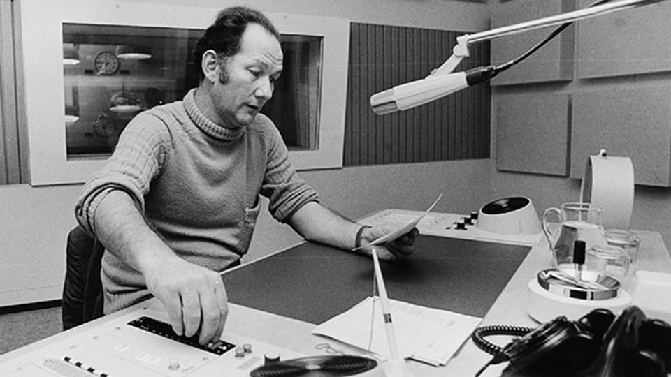 Ueli Beck 1970 im Radiostudio Zürich.