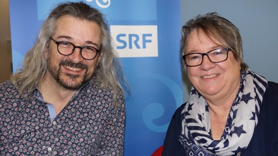 Dani Häusler und Bernadette Roos im Radiostudio der SRF Musikwelle.