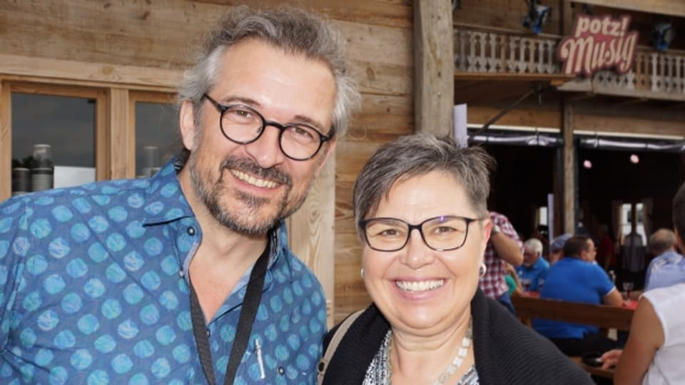 Die Gastgeber: Redaktor Dani Häusler und Moderatorin Christine Gertschen.