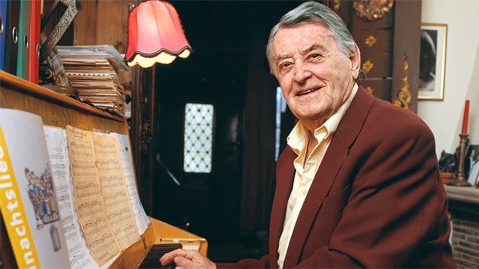 Der Schweizer Schlagerkomponist Artur Beul im Alter von 87 Jahren in seinem Haus in Zollikon, aufgenommen im Januar 2003.