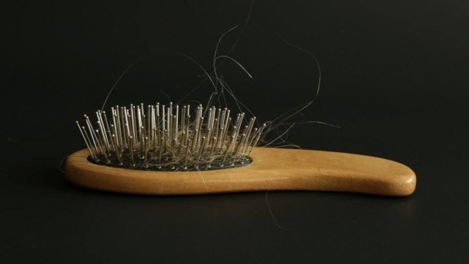 Nach einer Grippe hat man oft Haarausfall.