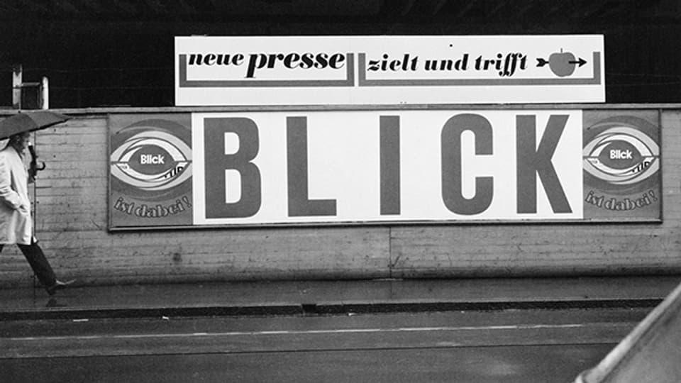1967 werben die Boulevardzeitung «Blick» die «neue presse» in der Aeschenvorstadt in Basel.