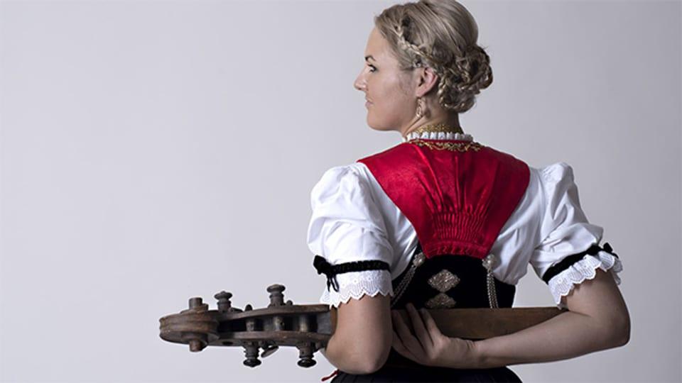 Mit der Appenzeller Original-Streichmusik Geschwister Küng sammelte Madlaina Küng während 16 Jahren viele Erfahrungen im Volksmusikbereich.