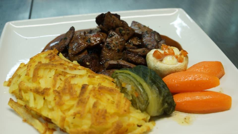In fünf bis zehn Minuten wird dieses Gericht in der Hotelküche fertig zubereitet.