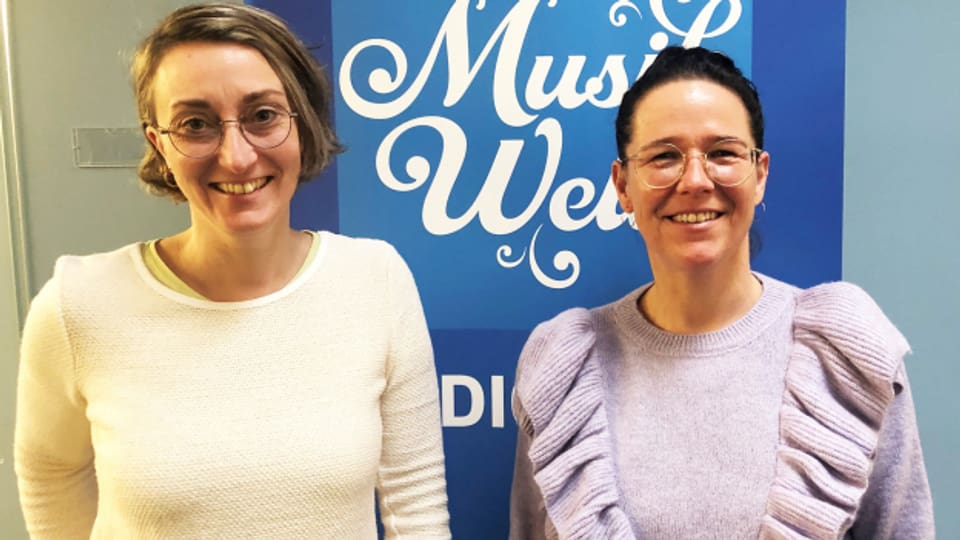 Susanne Rempfler (r.) und Moderatorin Renate Anderegg.