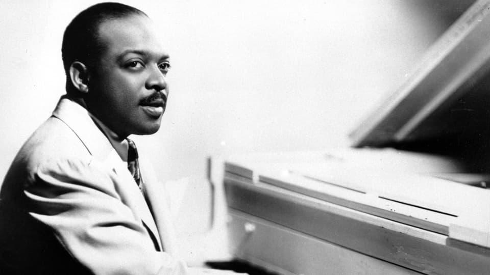 Count Basie (1904-1984) am Klavier in einer Aufnahme von 1950.
