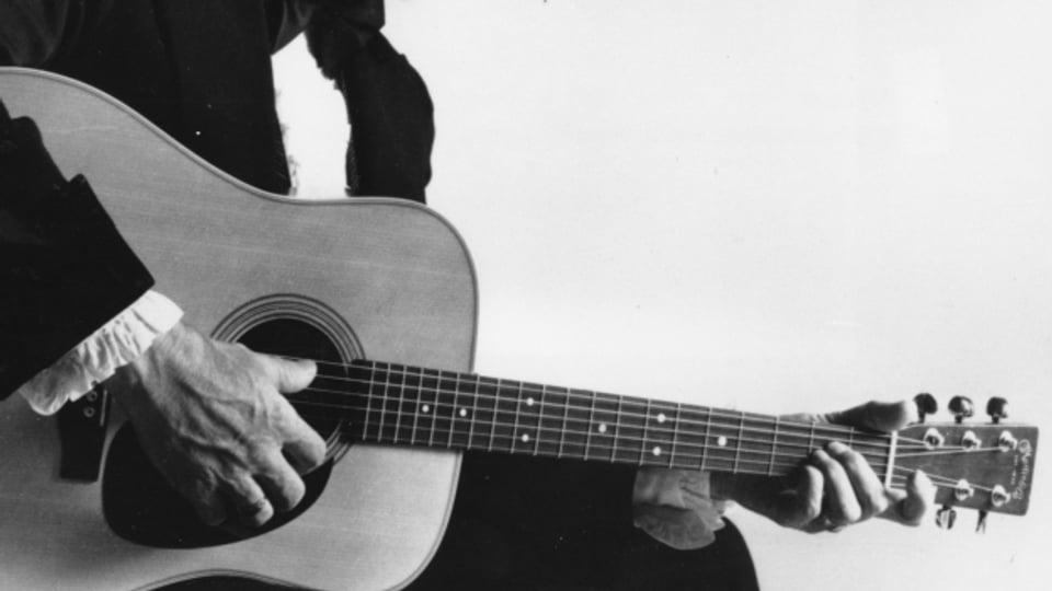 Johnny Smith war Autodidakt auf der Gitarre und begann seine Karriere 1939.